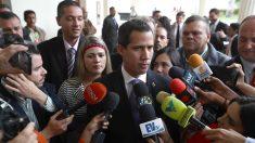 Policía bolivariana intenta impedir que Guaidó y otros diputados entren a votar al Parlamento