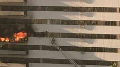 Fuego se extiende en un edificio del centro de Los Ángeles, hay 8 heridos