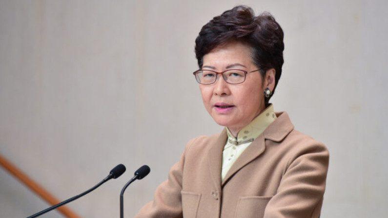Líder de Hong Kong, Carrie Lam, fala durante sua conferência de imprensa semanal em Hong Kong, em 7 de janeiro de 2020 (Bill Cox / Epoch Times)