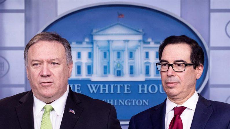O secretário de Estado dos EUA, Mike Pompeo (E), e o secretário do Tesouro dos EUA, Steven Mnuchin (D), participam de uma coletiva de imprensa realizada para anunciar novas sanções contra o Irã, na Sala de Informações à Imprensa James Brady da Casa Branca, em Washington, DC, em 10 de janeiro 2020 (EFE / Michael Reynolds)