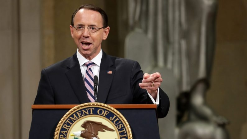 El Fiscal General Adjunto Rod Rosenstein hace comentarios durante su ceremonia de despedida en el Edificio de Justicia Principal Robert F. Kennedy en Washington el 09 de mayo de 2019. (Chip Somodevilla/Getty Images)
