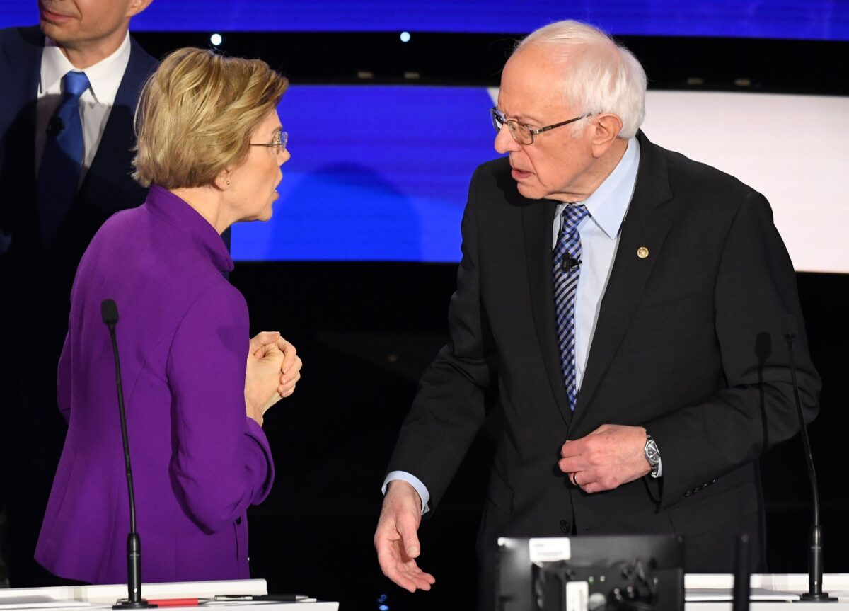 Elizabeth Warren (D-Mass.) y Bernie Sanders (I-Vt.)
