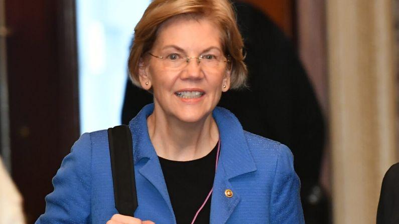 La senadora Elizabeth Warren (D-Mass.) llega al Capitolio de los Estados Unidos en Washington el 22 de enero de 2020. (Mandel Ngan/AFP vía Getty Images)