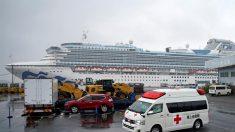 Fallecen por el coronavirus dos personas que estaban a bordo del crucero en cuarentena en Japón