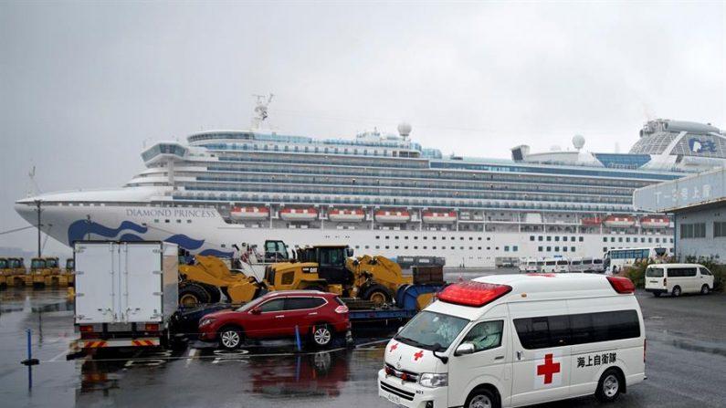Fallecen por el coronavirus dos personas que estaban en crucero en Japón. EFE/EPA/FRANCK ROBICHON