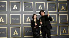 """""""Parasite"""" hace historia en unos Óscar sin gloria para los latinos"""