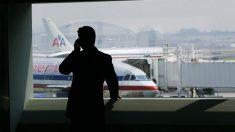 Pasajera de American Airlines quiere presentar cargos luego de que golpearan su asiento repetidamente
