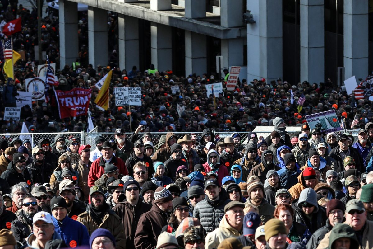 Cómo un esfuerzo de la comunidad dio una sorpresiva victoria a los dueños de armas en Virginia