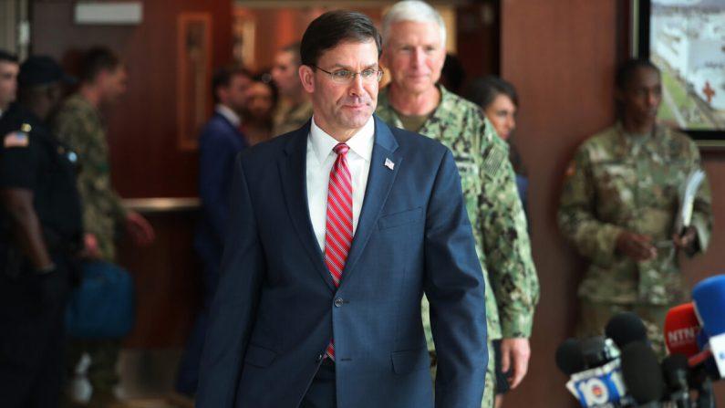 El Secretario de Defensa Mark Esper y el Almirante de la Marina de los EE.UU. Craig Faller, comandante del Comando Sur de los EE.UU. en Doral, Florida, el 23 de enero de 2020. (Joe Raedle/Getty Images)
