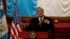 Presidente de Guatemala cumple un mes en el cargo con más luces que sombras