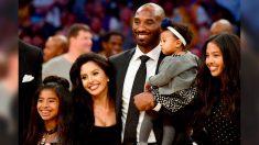 """La afligida esposa de Kobe Bryant, """"tiene que ser fuerte"""" después de la pérdida de la familia"""