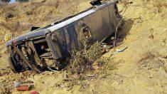 Mueren 17 pasajeros en un bus que se estrelló y cayó a un barranco en Perú