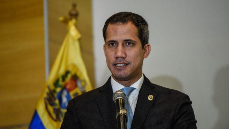 El presidente encargado de Venezuela, Juan Guaidó, habla durante una conferencia de prensa sobre su gira internacional en el Centro Letonia el 15 de febrero de 2020 en Caracas, Venezuela. (Carolina Cabral / Getty Images)