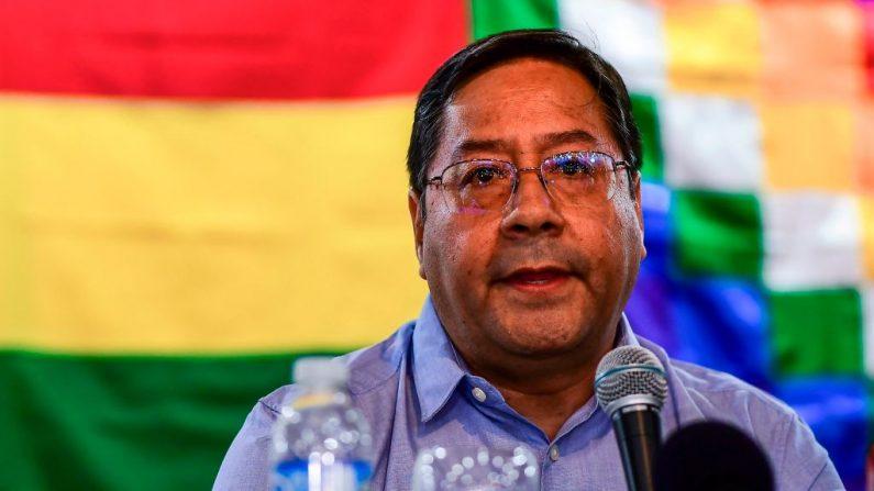 El candidato presidencial boliviano para el partido Movimiento por el Socialismo (MAS), Luis Arce, habla durante una conferencia de prensa, en Buenos Aires, Argentina, el 20 de enero de 2020. (RONALDO SCHEMIDT / AFP / Getty Images)
