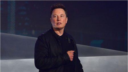 Elon Musk quiere talento, no diplomas
