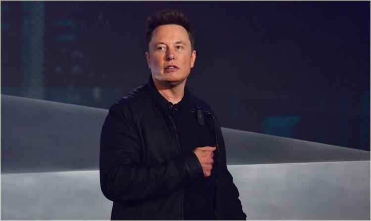 El cofundador y CEO de Tesla, Elon Musk, habla durante la presentación del Tesbert's Cybertruck con batería eléctrica en el Tesla Design Center en Hawthorne, California, el 21 de noviembre de 2019. (FREDERIC J. BROWN / AFP a través de Getty Images )