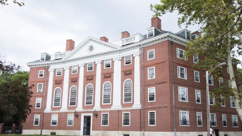 Un edificio de la Universidad de Harvard en Cambridge, Massachusetts, el 30 de agosto de 2018. (Scott Eisen/Getty Images)