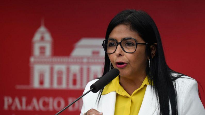 La vicepresidente chavista, Delcy Rodríguez, habla durante una conferencia de prensa en el Palacio Presidencial de Miraflores en Caracas el 31 de julio de 2019. (FEDERICO PARRA / AFP / Getty Images)
