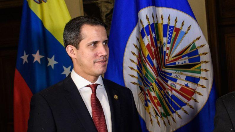 El líder de la oposición de Venezuela, Juan Guaido, es visto durante una reunión con el Secretario General de la Organización de los Estados Americanos, Luis Almagro, en la sede de la OEA en Washington, DC (EE.UU.), el 6 de febrero de 2020. (MANDEL NGAN / AFP / Getty Images )