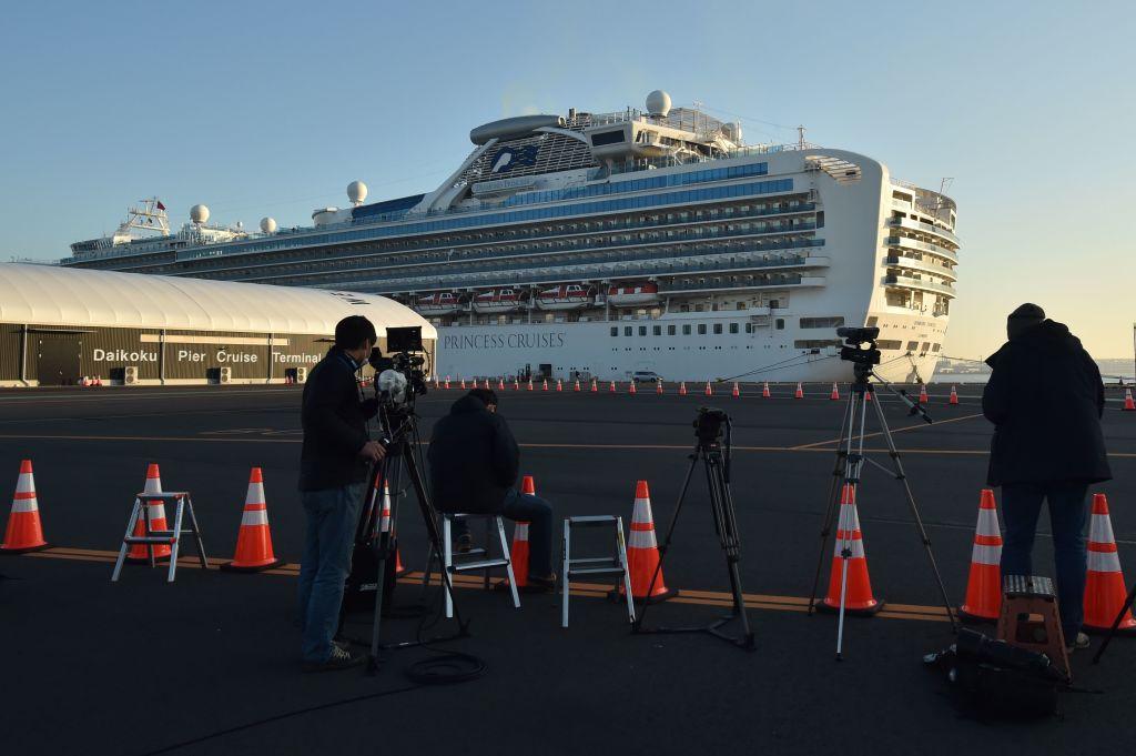 Resultado de imagen para Comienzan a salir pasajeros que estaban en cuarentena en crucero en Japón