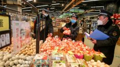 Video: Oficiales chinos confiscando suministros en ciudad infectada por virus desata indignación