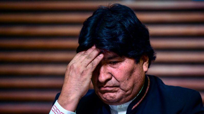 El expresidente de Bolivia, Evo Morales, hace gestos durante una conferencia de prensa en Buenos Aires (Argentina), el 21 de febrero de 2020. (RONALDO SCHEMIDT / AFP / Getty Images)