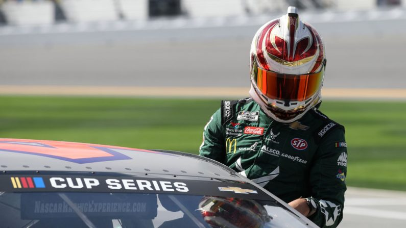 Bubba Wallace, conductor del Chevrolet número 43 de la Fuerza Aérea de los Estados Unidos, en el Daytona International Speedway el 13 de febrero de 2020 en Daytona Beach, Florida. (Brian Lawdermilk/Getty Images)
