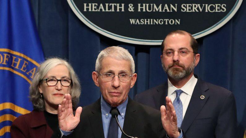 El director del Instituto Nacional de Alergia y Enfermedades Infecciosas, Anthony Fauci, durante una conferencia de prensa sobre la respuesta de la administración a la COVID-19 en la sede del Departamento de Salud y Servicios Humanos el 25 de febrero de 2020 en Washington, DC. (Mark Wilson/Getty Images)