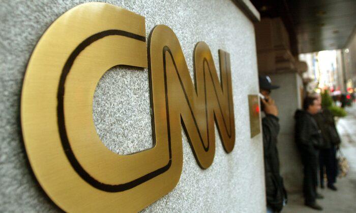 El logo de la CNN fuera de la sede de la cadena de noticias en la Ciudad de Nueva York, en una foto de archivo. (Mario Tama/Getty Images)