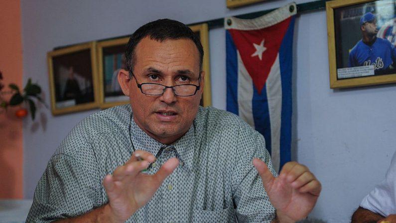 El disidente cubano José Daniel Ferrer habla durante una conferencia de prensa en La Habana (Cuba) el 12 de mayo de 2016. (Yamil Lage/AFP/Getty Images)