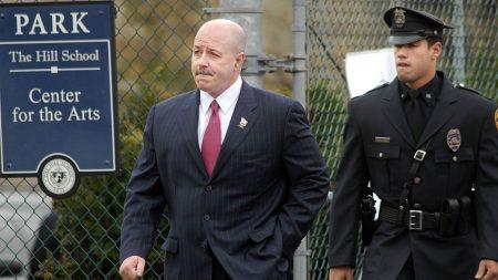 """Excomisionado de policía de Nueva York """"emocionado y atónito"""" después del perdón de Trump"""