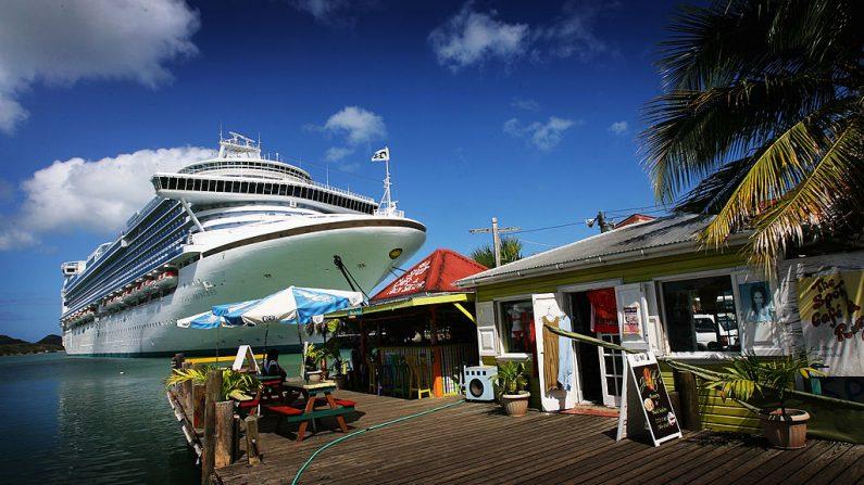 Un crucero en el puerto de St John's el 10 de marzo de 2008 en St John's Antigua (Antigua y Barbuda, un país situado en las Antillas, en el mar Caribe). Chris Jackson/Getty Images)