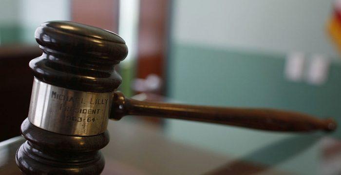 """Graban a jueces """"copiándose"""" en una prueba para postular a la Corte Suprema de Paraguay"""