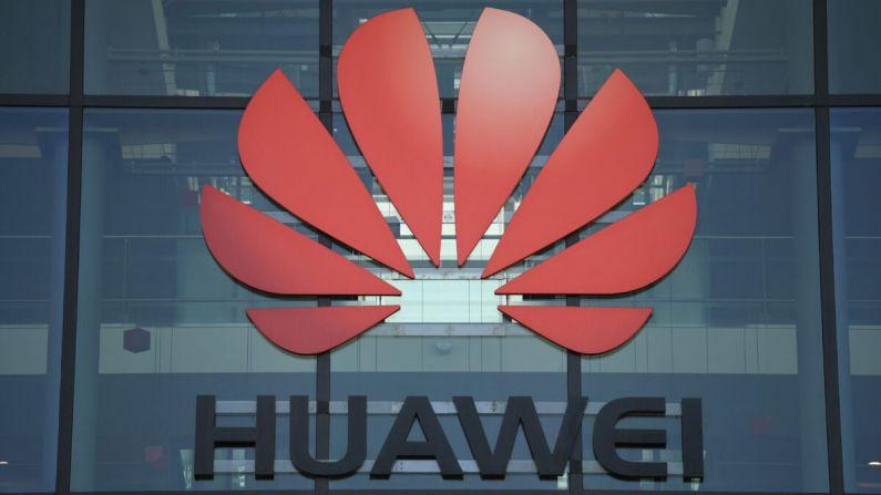 Una fotografía muestra el logo de la compañía china Huawei en sus oficinas principales del Reino Unido en Reading, al oeste de Londres, el 28 de enero de 2020. (DANIEL LEAL-OLIVAS/AFP vía Getty Images)