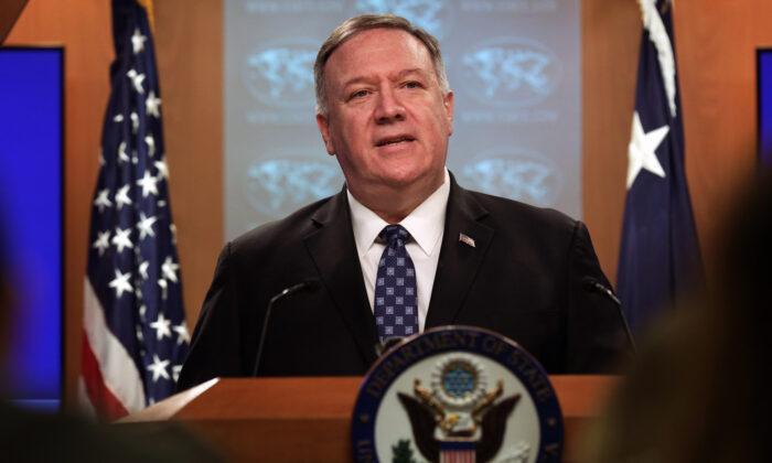 El secretario de Estado de EE.UU. Mike Pompeo habla durante una sesión informativa en el Departamento de Estado, en Washington, el 25 de febrero de 2020. (Alex Wong/Getty Images)