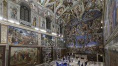 Los tapices divinos de los Hechos de los Apóstoles de Rafael son colgados en la Capilla Sixtina
