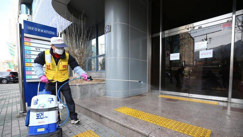 """Corea del Sur declaró hoy viernes la ciudad de Daegu y el colindante condado de Cheongdo """"zonas de atención especial"""" ante el súbito aumento de contagios del nuevo coronavirus en ambos lugares en los dos últimos días. EFE/EPA/YONHAP SOUTH KOREA OUT"""