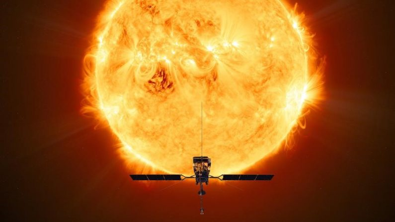 Una imagen sin fecha que la ESA puso a disposición del público muestra una ilustración de la nave espacial Solar Orbiter de la ESA (Agencia Espacial Europea) sobre el fondo de una imagen del Sol (publicada el 9 de febrero de 2020). (EFE/EPA/ESA/ATG MediaLab)