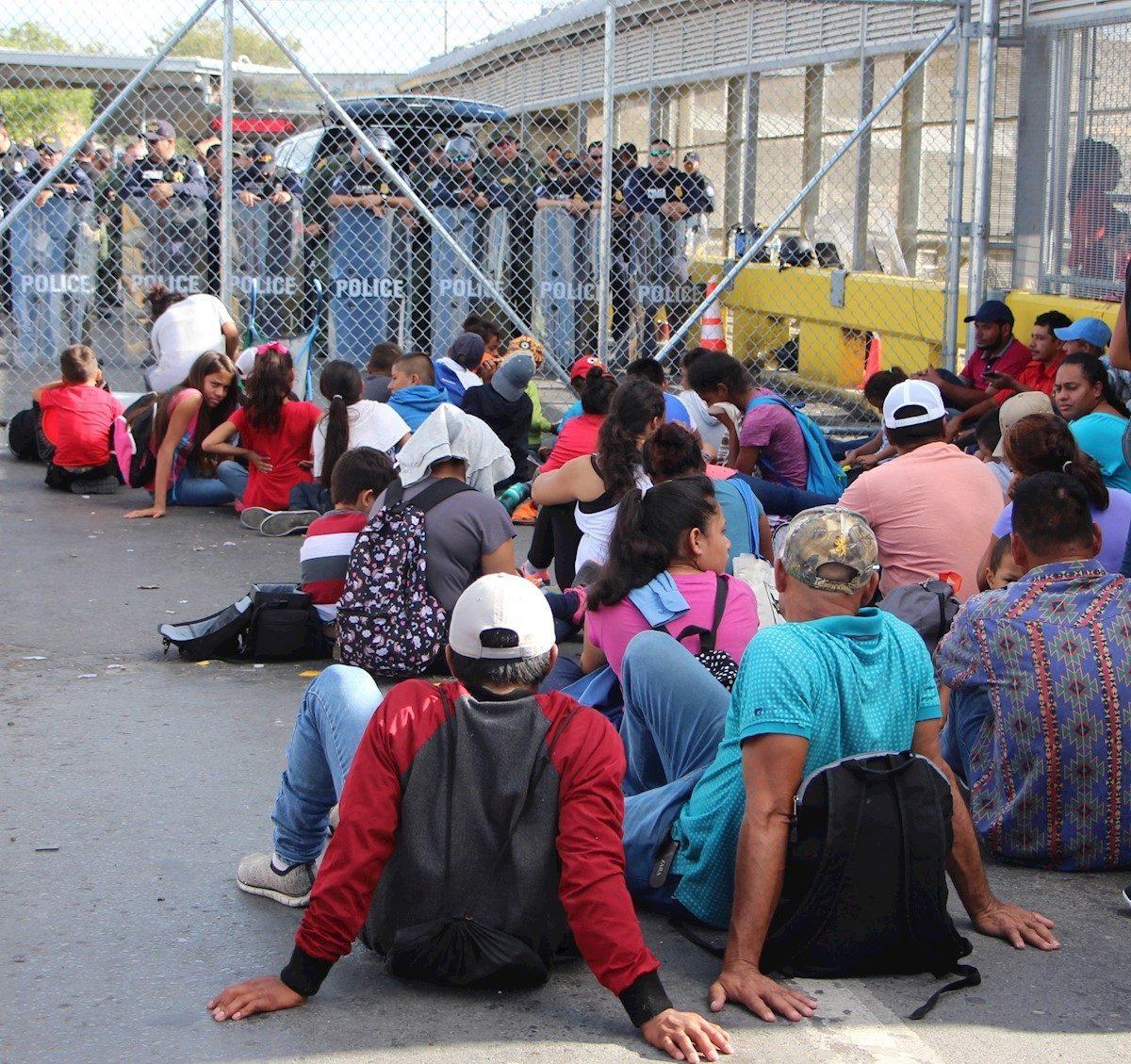 Autoridades mexicanas rescatan a 97 inmigrantes hacinados en dos camionetas en Chiapas