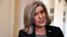 Senadora Joni Ernst aclara sus comentarios sobre el posible impeachment de Joe Biden