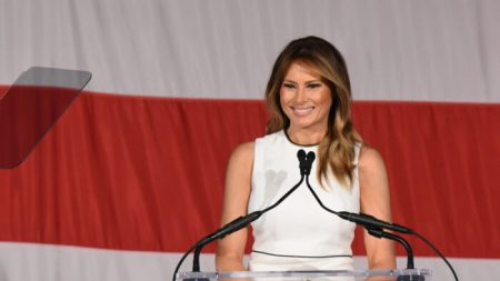 "Melania Trump recibe premio ""2020 Woman of Distinction"" de la Universidad de Florida"