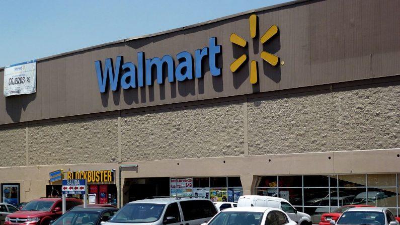 Vista de la fachada de un supermercado Walmart.(YURI CORTEZ/AFP a través de Getty Images)