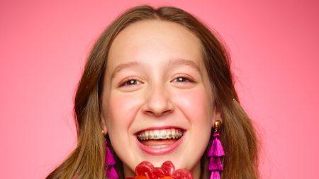 Cómo una adolescente emprendedora funda imperio de 1 millón de dólares fabricando dulces