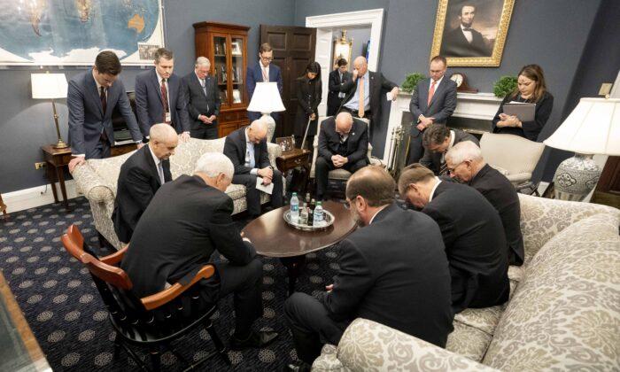 Día de Oración Nacional provocó críticas, pero EE.UU. sigue siendo ...