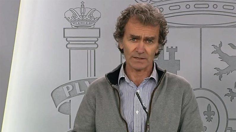 Captura de la señal de vídeo institucional de La Moncloa, de Fernando Simón, director del Centro de Coordinación de Alertas y Emergencias Sanitarias, durante una rueda de prensa. EFE/MONCLOA /Archivo