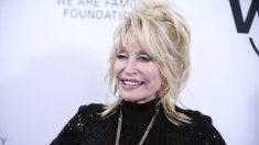 """Dolly Parton dice que el virus del PCCh es una """"lección de Dios"""" e insta a la gente a """"tener fe"""""""