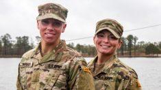 Mujeres soldados se convierten en las 2 primeras en graduarse de la Escuela Ranger del Ejército