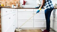 """El esposo presenta una conmovedora razón por la cual """"no ayuda"""" a su esposa con las tareas domésticas"""