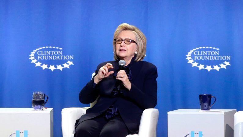 La exsecretaria de Estado Hillary Clinton una foto de archivo. (Foto por Joshua Lott/Getty Images)
