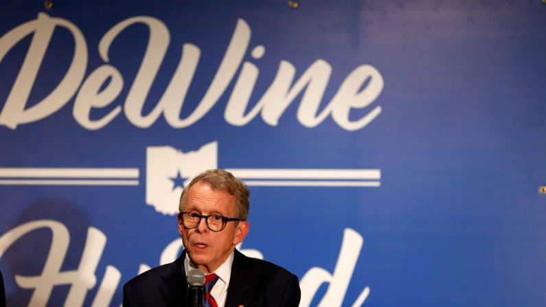 El gobernador de Ohio Mike DeWine. (Foto de Kirk Irwin/Getty Images)